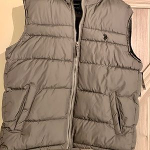 Men's puffer layering vest in grey